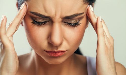 Kopfschmerzen: Arten, Symptome, Ursachen und Therapie