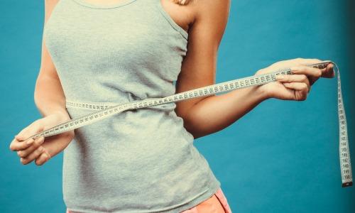 Gesunde Ernährung Frau mit Maßband