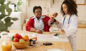 Blutdruck natürlich erhöhen: Lebensmittel, Hausmittel & Tipps