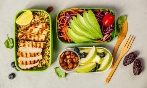 Geflügelfleisch, Gemüse, Lebensmittel für den Stoffwechsel