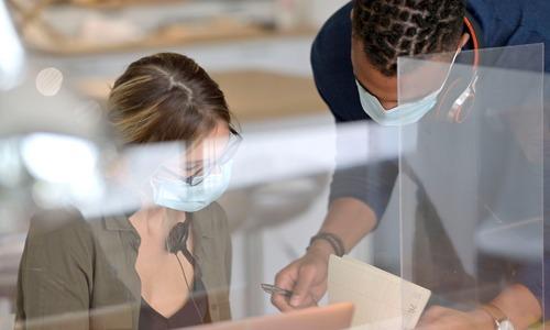 Warum uns Schutzwände aus Plexiglas in falscher Sicherheit wiegen können